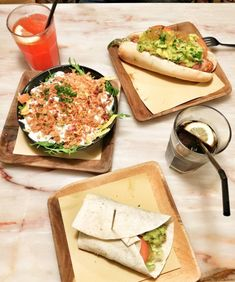Some days are just cheat days.  This is a cheat meal if you are in Lisbon and good for vegans too.   #hotdog #guacamole #salad #strawberrylemonade #cocacolazero #food #foodie #foodgram #instafood