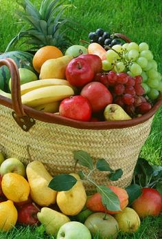 An abundance of fresh fruit. An abundance of fresh fruit. Photo Fruit, Fruit Picture, Fruit Kabobs, Fruit Snacks, New Fruit, Fruit And Veg, Best Fruits, Healthy Fruits, Eating Clean