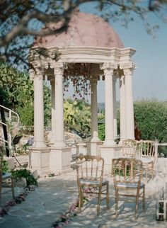 Intimate dome wedding at the Chateau de la Chèvre d'Or in Eze, French Riviera. Photography: Greg Finck I Planning: Lavender & Rose I L & C