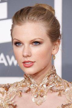 Taylor Swift, February 2012
