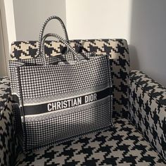 "Steph on Instagram: ""Sittin' pretty"" Gucci Handbags, Replica Handbags, Handbags Online, Louis Vuitton Handbags, Louis Vuitton Damier, Bvlgari Bags, Celine Bag, Cute Bags, Luxury Bags"