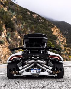 """What is the Nice car in the world? These 20 cars are more than simply enjoyable, they're the fastest manufacturing cars in the world. The emphasis below is on """"manufacturing"""". Sports Cars Lamborghini, Audi Cars, Bugatti Veyron, Ford Mustang Logo, Super Fast Cars, Weird Cars, Crazy Cars, Top Luxury Cars, Latest Cars"""