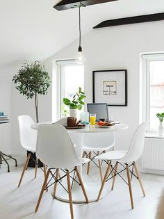10 Tips For Small Dining Rooms Small dining room? Turn your small dining room into the focal point of your house with these 10 tips. Dining Room Design, Scandinavian Dining Room, Scandinavian Interior Design, Interior, Dining Room Small, Home Decor, House Interior, White Dining Set, Contemporary Home Decor