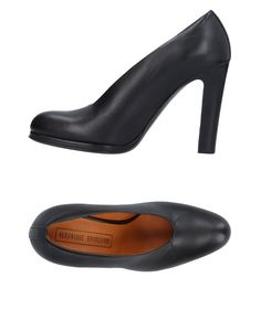 Veronique Branquinho Women Pump on YOOX. The best online selection of Pumps Veronique Branquinho. YOOX exclusive items of Italian and international designers - Secure payments Veronique Branquinho, Women's Pumps, Heels, Black 7, Black Pumps, Soft Leather, Christian Louboutin, Footwear, Shopping