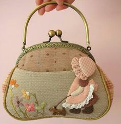 In your pocket I put the key to my life. I hope you find her and guard them well. Dont let anyone steel the key from us. She opens so many doors. Japanese Patchwork, Japanese Bag, Patchwork Bags, Quilted Bag, Fabric Purses, Fabric Bags, Frame Purse, Pouch Pattern, Diy Purse
