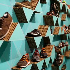 pop up store shop munich cardboard shoe exhibitor produced by Cartonlab.