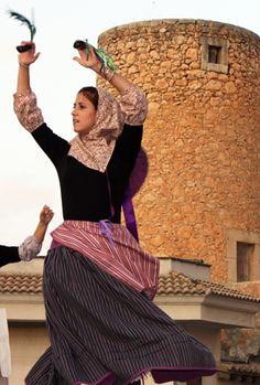 Boleros y copeos mallorquines. Ibiza, Spanish Dress, Spain Culture, Spain And Portugal, Costumes, Morocco, Vintage, Dresses, Fashion