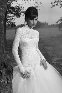 This is the type of wedding dress I would wear. I really like that Kate Middleton brought back the modest bride. Types Of Wedding Cakes, Wedding Dress Types, Modest Wedding Dresses, Long Sleeve Wedding, One Shoulder Wedding Dress, Turtleneck Wedding Dress, Bridal Gowns, Wedding Gowns, Lace Wedding