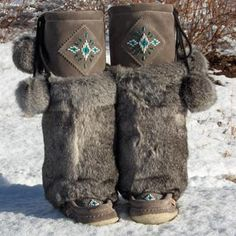 The Rimrock grey mukluks for women with grey rabbit fur made in Canada. These grey mukluks feature hand sewn glass beads and cream mukluk gum sole Winter Wear, Winter Boots, Indian Boots, Bride Boots, Fashion Musthaves, Native American Moccasins, Boot Jewelry, Cowgirl Jewelry, Leather Embroidery