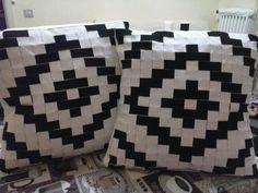 Cuscini incroccio bianco e nero