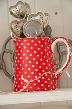 Dotty pitcher