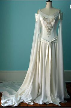 Fashion Rules for Wedding Dresses that Should not be Broken If I had a zelda wedding Id want this dress.
