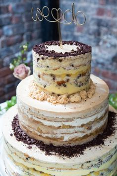 Fun cake: http://www.stylemepretty.com/new-york-weddings/new-york-city/queens/2015/05/08/stylish-wedding-at-the-foundry/ | Photography: 4 Eyes - http://4eyesphotography.com/