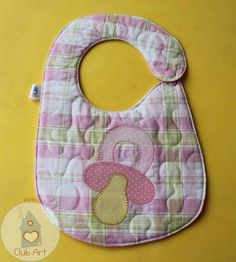 Cat, no pattern but looks easy enough to make on Toddler Bibs, Baby Bibs, Baby Story Books, Quilting, Bib Pattern, Bebe Baby, Make Your Own Clothes, Binky, Newborn Gifts