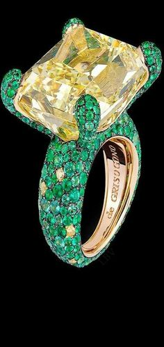 Di Grisogono Haute Joaillerie Collection features a large yellow diamond solitaire surrounded by emeralds and yellow diamonds set in yellow gold