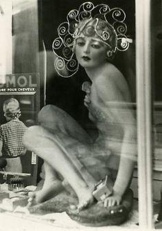 Elfriede Stegemeyer - A shop window, 1937.