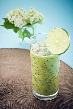 19. nap korte_kivi_turmix Health 2020, Protein Shakes, Cocktail Drinks, Healthy Drinks, Smoothies, Nom Nom, Beverages, Brunch, Food And Drink