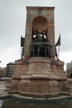 Istanbul 탁심광장 공화국 기념비