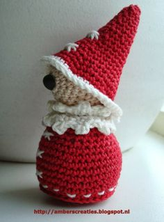 Cute little Santa with his large hat. Free pattern.