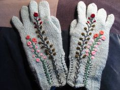 Knitted gloves with embroidery