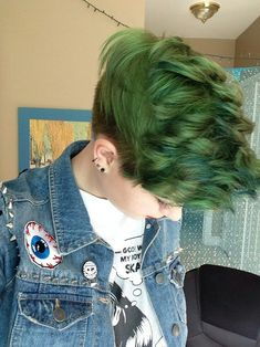 Another surprisingly awesome example of green hair Short Hair Cuts, Short Hair Styles, Short Green Hair, Pixie Cuts, Short Pixie, Dyed Pixie Cut, Green Hair Dye, Pixie Hairstyles, Pretty Hairstyles