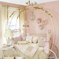 1000 id es sur le th me lits de princesse sur pinterest lit ch teau couron - Lit carrosse de princesse ...