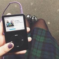 Life is much more interesting when you are listening to music. My life has a soundtrack ☺️ and yours?   A vida fica tão mais legal quando você está ouvindo música. A minha tem trilha sonora (desde sempre) ☺️ E a de vocês? #melinlondon
