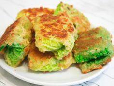 Zelné řízky jsou skvělý recept plný vitamínů, a hlavně pro ty, kteří sledují svou postavu, protože jsou téměř bez kalorií Salmon Burgers, Ethnic Recipes, Food, Kitchen, Cooking, Essen, Kitchens, Meals, Cuisine