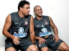 While revealing incredible behind the scenes stories of their Galáctico era, Real Madrid legend Roberto Carlos claims he slept with Ronaldo Nazario Corinthians Time, Sport Club Corinthians, Soccer Players, Football Soccer, Soccer Gifs, Word Cup, Sports Clubs, Real Madrid, Fifa