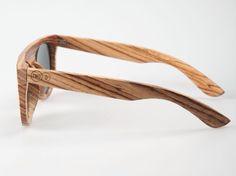 Zijkant houten bril