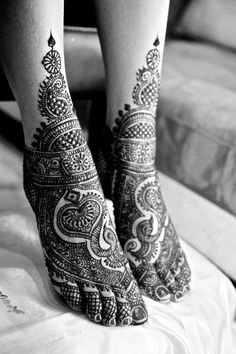 Elegant henna on feet for a wedding