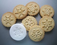 SNOWFLAKE COOKIE STAMPS recipe and instructions - make your own decorative cookies