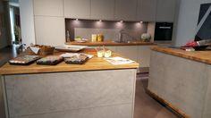 Mooie nieuwe trends gezien op de #keuken  beurs Met name veel materialen in beton ''look.''