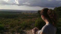 eu numa caminhada na serra nas antenas em Portugal fazendas Almeirim aventura exercício e 6km de ida e volta ...