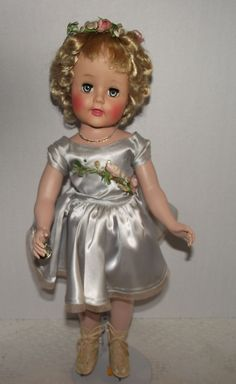 Gorgeous Extremely Rare - Madame Alexander Madelaine Skater With Sonja Henie Body, Original wrist tag, NM Condition Circa 1951 Old Dolls, Antique Dolls, Toddler Dolls, Baby Dolls, Vintage Madame Alexander Dolls, Green Gown, Plastic Doll, Vintage Paper Dolls, Beautiful Dolls