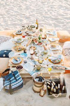 Picnic Season - Break out the blanket and the cheese board! A summertime picnic is so hygge. Fingers Food, Beach Dinner, Beach Lunch, Picnic At The Beach, Beach Picnic Foods, Outdoor Dinner Parties, Picnic Parties, Picnic Time, Rehearsal Dinners