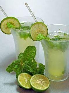 agua limon con hierbabuena y chia