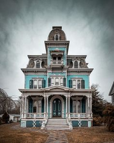 Incredible house with an sad story. Regrann from - As we were shooting this incredible house a family Old Abandoned Buildings, Old Buildings, Abandoned Places, Victorian Architecture, Historical Architecture, Beautiful Buildings, Beautiful Homes, Haunted Houses In America, Second Empire