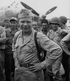 """1944, Philippines, Leyte, Le pilote US, le major Richard Ira Bong venant d'être décoré de la """"Medal of Honor"""", plus haute distinction militaire américaine   Flickr - Photo Sharing!"""