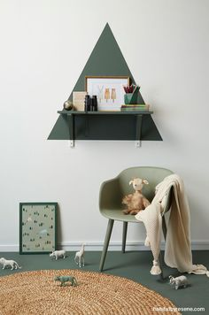 Here's an interesting shelf idea for the kid's bedroom - paint a triangle behind a small shelf, using a testpot of Resene Middle Earth.