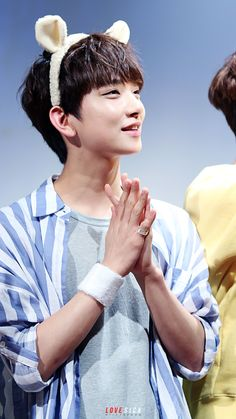 Joshua is so kawaii in this picture >3< seventeen♥