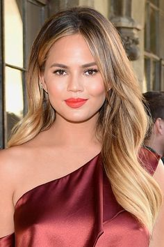 Let Chrissy Teigen be your balayage inspo with golden highlights throughout her brunette locks.