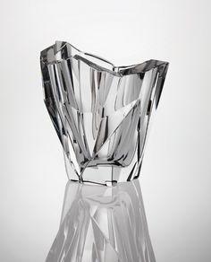 Many panels and facets make the glass like a jewel. Tapio Wirkkala, Jäävuori Iceberg Vase, 1955.