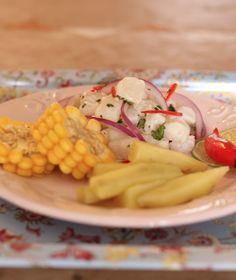 Ceviche clássico peruano <3 Pra fazer o Ceviche, só tem um segredo: comprar peixe bem fresco e fazer no dia.