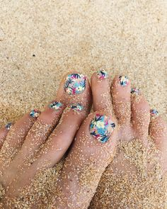 Tropical foilage toes. Kind of love how these turned out.