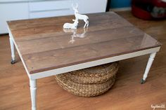 Deer Bambi: Retaper un basique: La table basse Ikea Diy Table, Dining Table, Tv Ikea, Hemnes, Furniture Restoration, Plexus Products, Bambi, Diy And Crafts, Projects To Try
