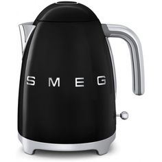 Based in Italy, Smeg is known for its retro and durable kitchen appliances. Featuring an energy-efficient design, this kettle is both fun to use and easy on the eyes. Domestic Appliances, Small Appliances, Kitchen Appliances, 50 Style, Retro Style, Retro Chic, Budget Planer, 3d Logo, Tecnologia