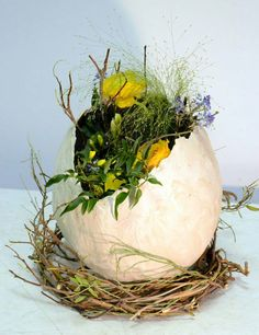 Blumenarrangement Ostern: Tête à tête zu Ostern - Ostern Dekoration Garten Beton - - Easter Flower Arrangements, Easter Flowers, Floral Arrangements, Easter Centerpiece, Spring Flowers, Easter Projects, Easter Crafts For Kids, Crafts Toddlers, Flower Head Wreaths
