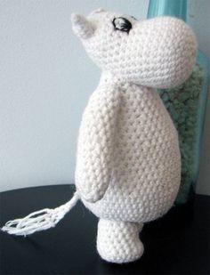 Amigurumi Hippo - looks like a Moomin Crochet Amigurumi, Amigurumi Patterns, Diy Crochet, Crochet Dolls, Crochet Baby, Knitting Patterns, Crochet Patterns, Little Girl Gifts, Crochet Animals