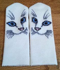 Купить или заказать Варежки вязаные женские с вышивкой в интернет магазине на Ярмарке Мастеров. С доставкой по России и СНГ. Материалы: шерсть, акрил. Размер: 18-19 Knitted Mittens Pattern, Crochet Rug Patterns, Crochet Gloves, Knit Mittens, Knitted Hats, Knitting Patterns, Knitting Charts, Loom Knitting, Baby Knitting